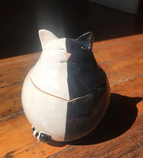 Susanne Thornhill  'Fat Cat pot'  Earthernware
